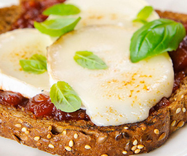 Warburtons Goats Cheese Rarebit with Tomato and Chilli Chutney