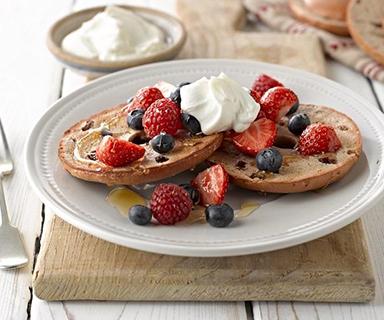 Warburtons Cinnamon and Raisin Thin Bagels with Berries